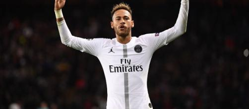 Neymar faz sucesso nos campos e também se tornou celebridade internacional. (Instagram: @ neymarjr)