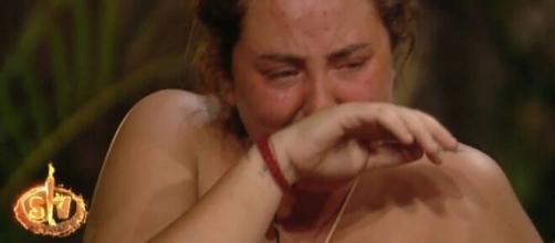 Rocío Flores de Supervivientes vuelve a sufrir un ataque de ansiedad, esta vez por los tiburones de la isla- libertaddigital.com