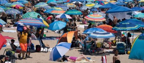 Un comité de investigación recomienda no confiar en que el calor detendrá el coronavirus pues no está garantizado