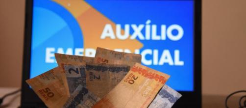 Auxílio emergencial de R$ 600 beneficia brasileiros. (Arquivo Blasting News)