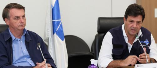 Bolsonaro demite ministro da Saúde perto da curva da pandemia. (Arquivo Blasting News)