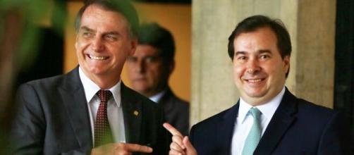 Bolsonaro e Rodrigo Maia voltam a trocar farpas pela imprensa. (Arquivo Blasting News)