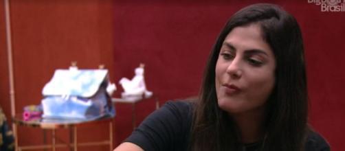 Mari conversa com Ivy no quarto do líder. (Reprodução/TV Globo)