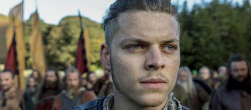 """Signos do zodíaco de 5 atores da série """"Vikings"""". (Reprodução/Netflix)"""