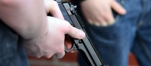 Cantor reage tentativa de assalto e atira contra três bandidos. (Arquivo Blasting News)
