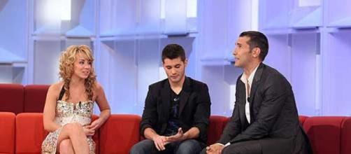 Esther Aranda, en el sofá de 'OT 2008', junto a Rubén Noel (Lérica) y Jesús Vázquez (Telecinco).