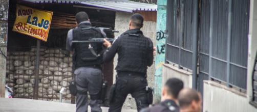 Suspeito de vender drogas é preso com granadas. (Arquivo Blasting News)