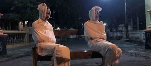 Voluntários encarnam 'mortos do bem' para incentivar isolamento social na Indonésia. (Arquivo Blasting News)