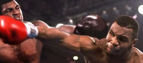 Muhammad Ali vs Mike Tyson, la sfida immaginaria più combattuta nella storia dei pesi massimi.