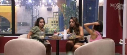 'BBB20': Rafa, Manu e Gizelly conversam no quarto do líder. (Reprodução/TV Globo)