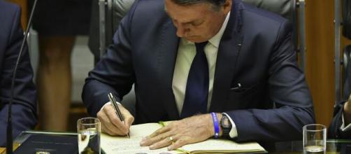 Bolsonaro sanciona auxílio de R$ 600 para trabalhador informal e beneficiários do Bolsa Família. (Arquivo Blasting News)