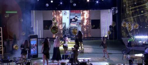Brothers comemoram show de Pedro Sampaio na Festa Top 10 no 'BBB20'. (Reprodução/TV Globo)