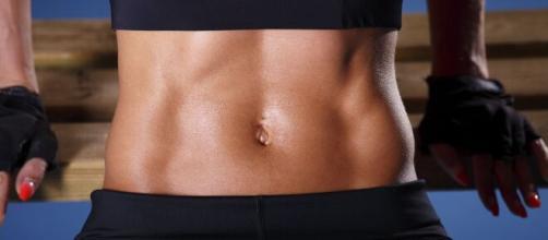 Formas práticas de reduzir a gordura abdominal através da alimentação. (Arquivo Blasting News)