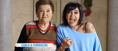 La cantante Fiordaliso con la mamma Carla durante la partecipazione al programma tv Bake Off Celebrity - fonte foto: Viagginews.com