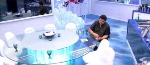 Sem Felipe Prior na pré-festa, Babu fica sozinho a maior parte do tempo. (Reprodução/TV Globo)