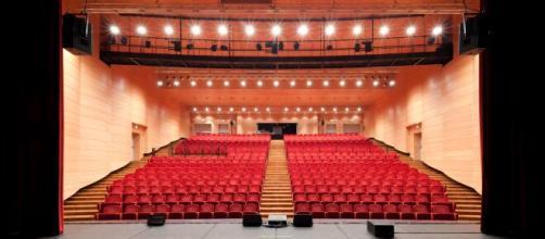 I teatri italiani si sono 'spostati' online per non smettere di intrattenere durante la pausa forzata dovuta alla pandemia.