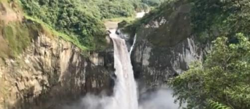 Sinkhole swallows San Rafael waterfall in Ecuador. [Image source/Reis-Expert YouTube video]