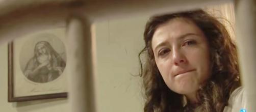 Una Vita, spoiler Spagna: Lucia non vuole rivelare a Telmo che sta morendo per un tumore.