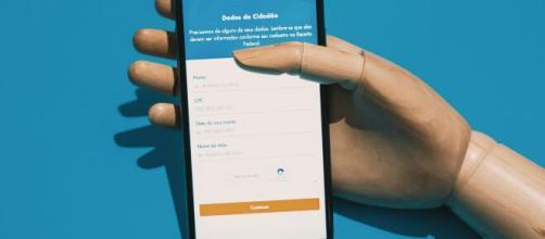 Aplicativo Caixa Tem foi lançado para auxiliar beneficiários do auxílio emergencial que não possuem conta em banco. (Arquivo Blasting News)