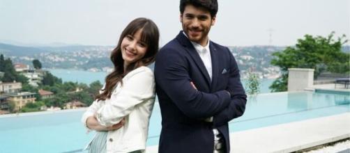 Can Yaman e Özge Gürel saranno i protagonisti di 'Bay Yanlış'.