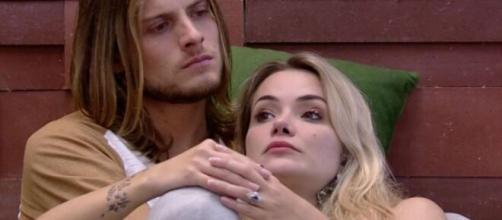 Daniel Lenhardt e Marcela Mc Gowan abraçados no BBB20; fora do reality, casal não tem rumo definido. ( Reprodução/TV Globo )
