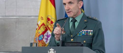 El general Santiago sugiere que se están monitorizando las críticas al Gobierno.
