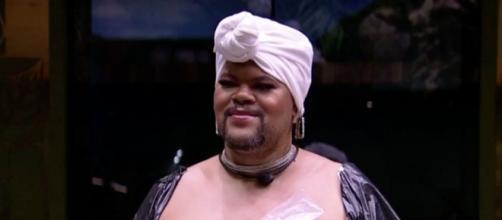 Em brincadeira, Babu Santana ganhou uma transformação de visual na madrugada deste sábado (19) no 'BBB20'. (Reprodução/TV Globo)
