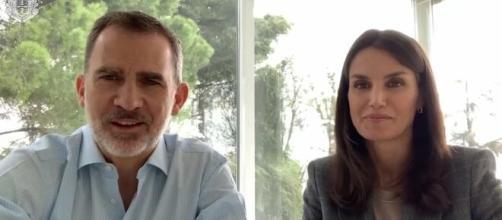 Los reyes Felipe y Letizia crean un vídeo para la reina Margarita.