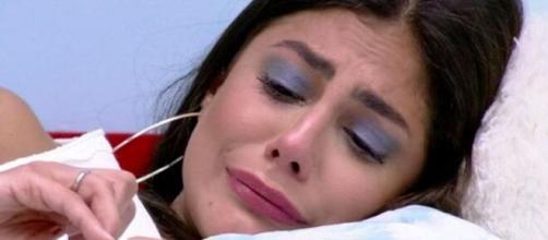 Mari chora sozinha no quarto céu. (Reprodução/TV Globo)