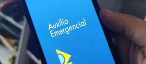 Muitos brasileiros demonstram dificuldades e dúvidas sobre o recebimento do auxílio emergencial concedido pelo governo. (Arquivo Blasting News)