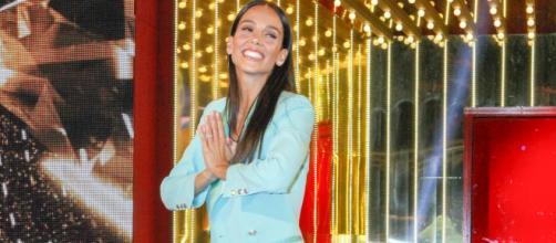 Paola Di Benedetto replica alle accuse sulla vittoria al GF: 'Ognuno gioca le sue carte'.