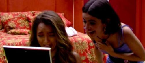 Rafa chora ao ver fotos da família no quarto do líder. (Reprodução/TV Globo)