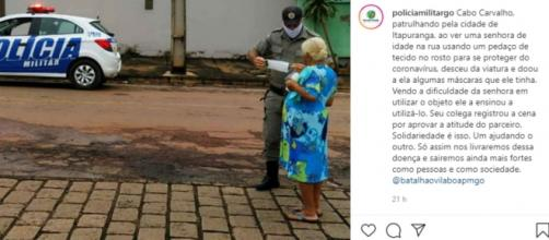 Solidariedade: policial militar distribui máscaras. (Fonte: Instagram oficial da PM de Goiás)