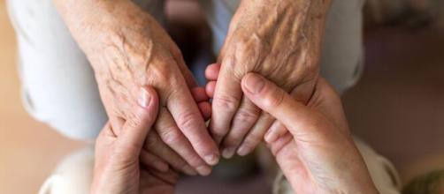 Varios familiares aseguran que sus mayores enfermos fueron abandonados.