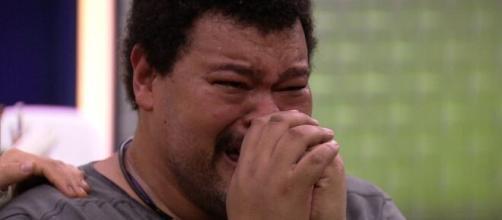 Babu chora ao temer situação no Brasil. (Reprodução/ TV Globo).