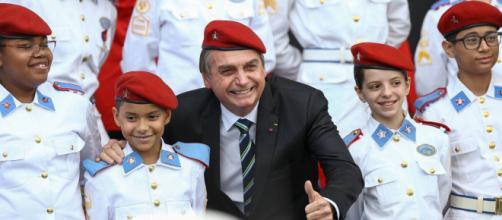 Bolsonaro quer reabrir escolas militares em meio a pandemia do novo coronavírus. (Arquivo Blasting News)