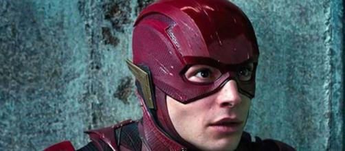 Ezra Miller accusé d'être drogué sur la plateau du crossover de Arrowverse. Credit : WarnerBros.