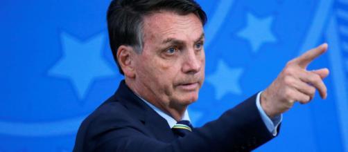 'Não sou coveiro, tá?', diz Bolsonaro ao responder jornalistas. (Arquivo Blasting News)