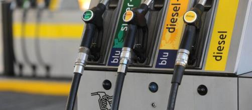 Nonostante scenda il costo del petrolio rimane invariato quello del carburante.