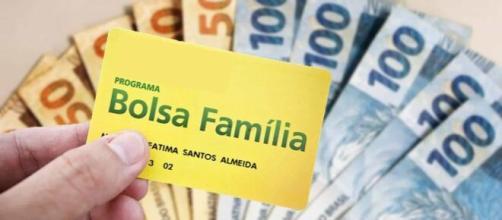 O Bolsa Família pode ter um aumento enquanto durar o coronavírus com proposta corrente na Câmara. (Arquivo Blasting News).