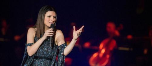 Stasera Laura: ho creduto in un sogno: il concerto della Pausini martedì 21 aprile in tv su Rai 1 e in streaming online su Raiplay