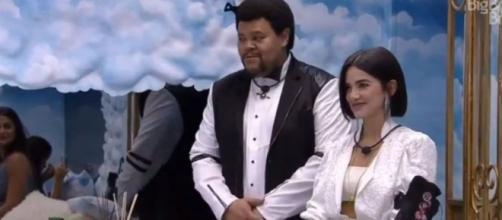 """Babu Santana e Manu Gavassi ficaram amigos no """"BBB20"""", e suas torcidas se uniram para eliminar Mari Gonzalez. (Reprodução/TV Globo)"""