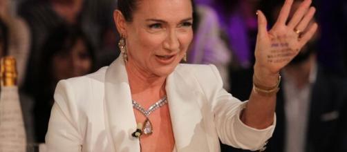 Elisabetta Franchi contro i cinesi su IG: 'Gli animali meritano rispetto'.