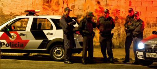 Homem morre após roubar e trocar tiros com policiais militares. (Arquivo Blasting News)