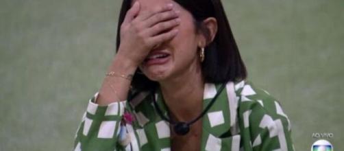 Manu chora após vitória no paredão. (Reprodução/TV Globo)