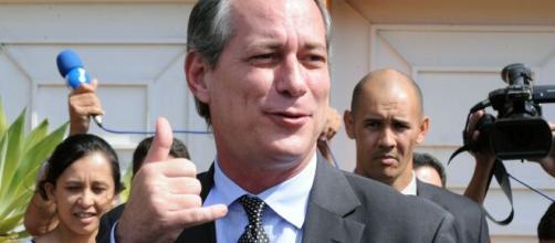 Ciro Gomes entra com pedido de impeachment contra o atual chefe do executivo. (Arquivo Blasting News)