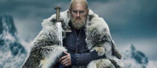 Floki é interpretado por Gustaf Skarsgård. (Arquivo Blasting News)