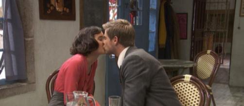 Spoiler Il Segreto: Adolfo e Rosa si baciano.