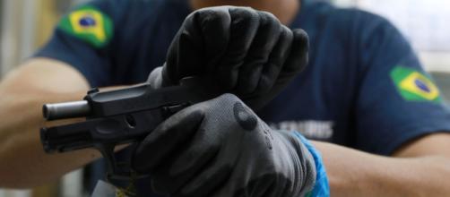 Governo publica portaria que aumenta limite de compra de munição para quem tem arma registrada. (Arquivo Blasting News)