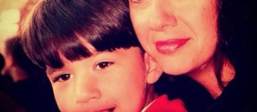 Guilherme Napolitano, do 'BBB20', com a mãe, Thelma, em foto antiga. (Reprodução/Instagram/@guinapolitano)